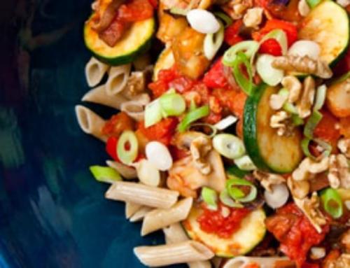 Penne met groente, paddenstoelen en noten